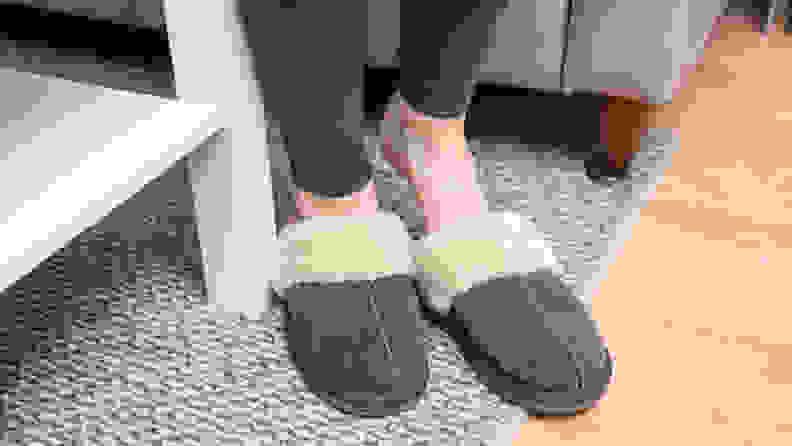 Minnetonka Women's Chesney Slippers