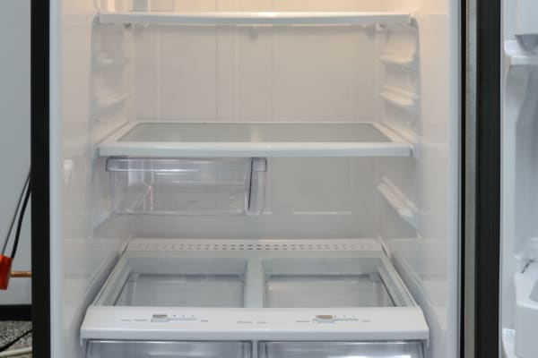 The GE GAS18P fridge interior is incredibly straightforward: Adjustable full-width shelves, incandescent bulb, white plastic all around. The autofill pitcher lives in the upper left corner.