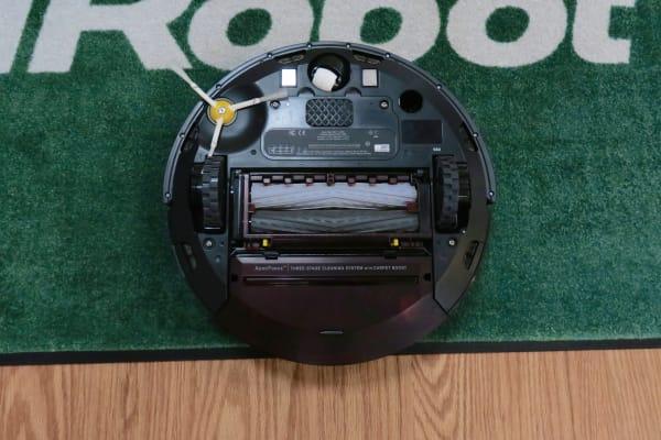 iRobot Roomba 980 underside