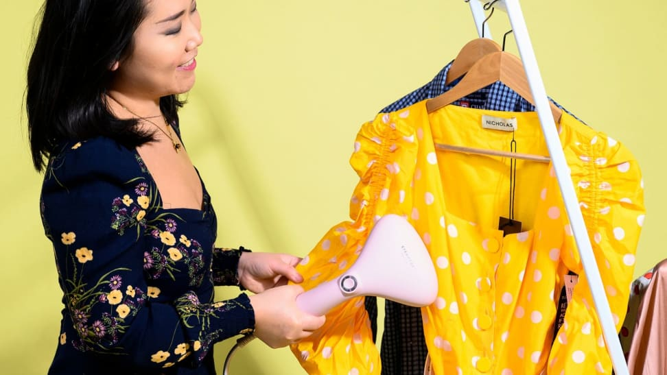 Can this portable clothing steamer smooth out wrinkles in under a minute?