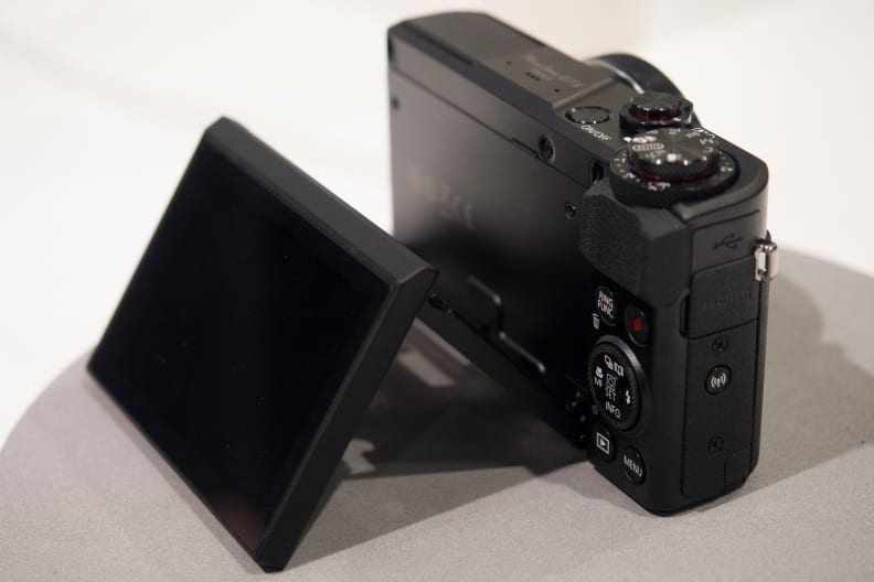 Canon G7 X Mark II Screen Tilting