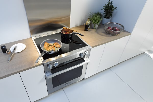 The Miele HR1622 in a contemporary kitchen.