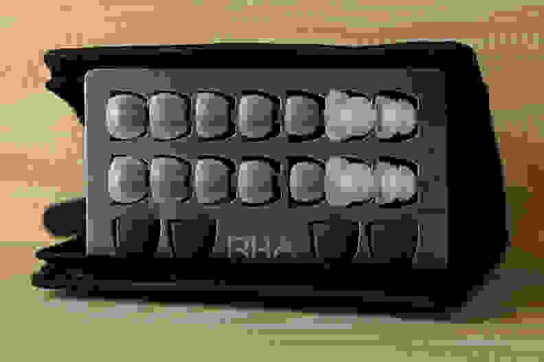 MA750i In-Ear Accessories.jpg