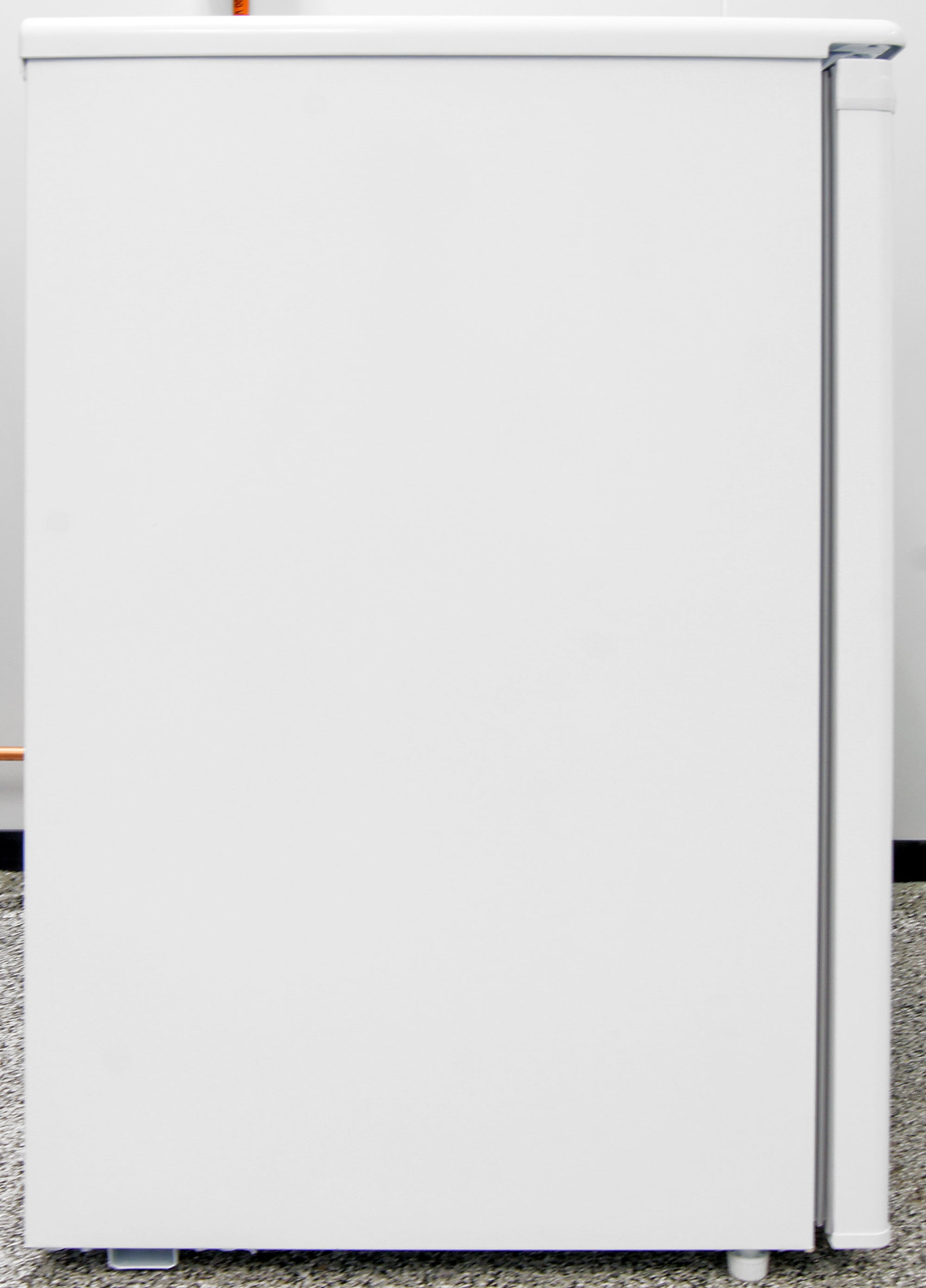 Plain white sides: common on appliances of all sizes, not just the Danby DUF408WE.