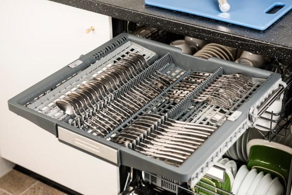 Thermador Sapphire DWHD650JPR third rack capacity