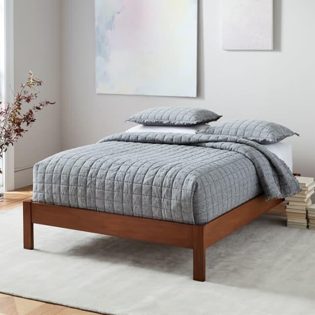 Simple-bedframe
