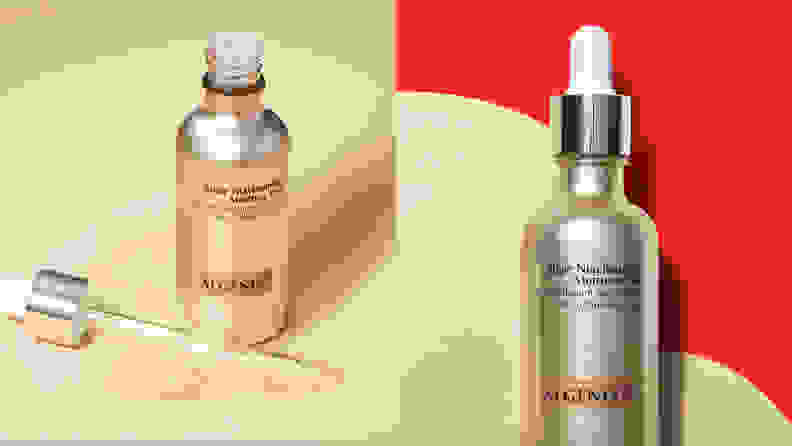 On the left: The gold Algenist Algae Niacinamide Moisture Veil bottle stands on a cream background with the dropper off to the side and a swatch of the gold liquid spilling out of it. On the right: The gold Algenist Algae Niacinamide Moisture Veil on a red background with a giant swatch of the gold liquid behind the bottle.