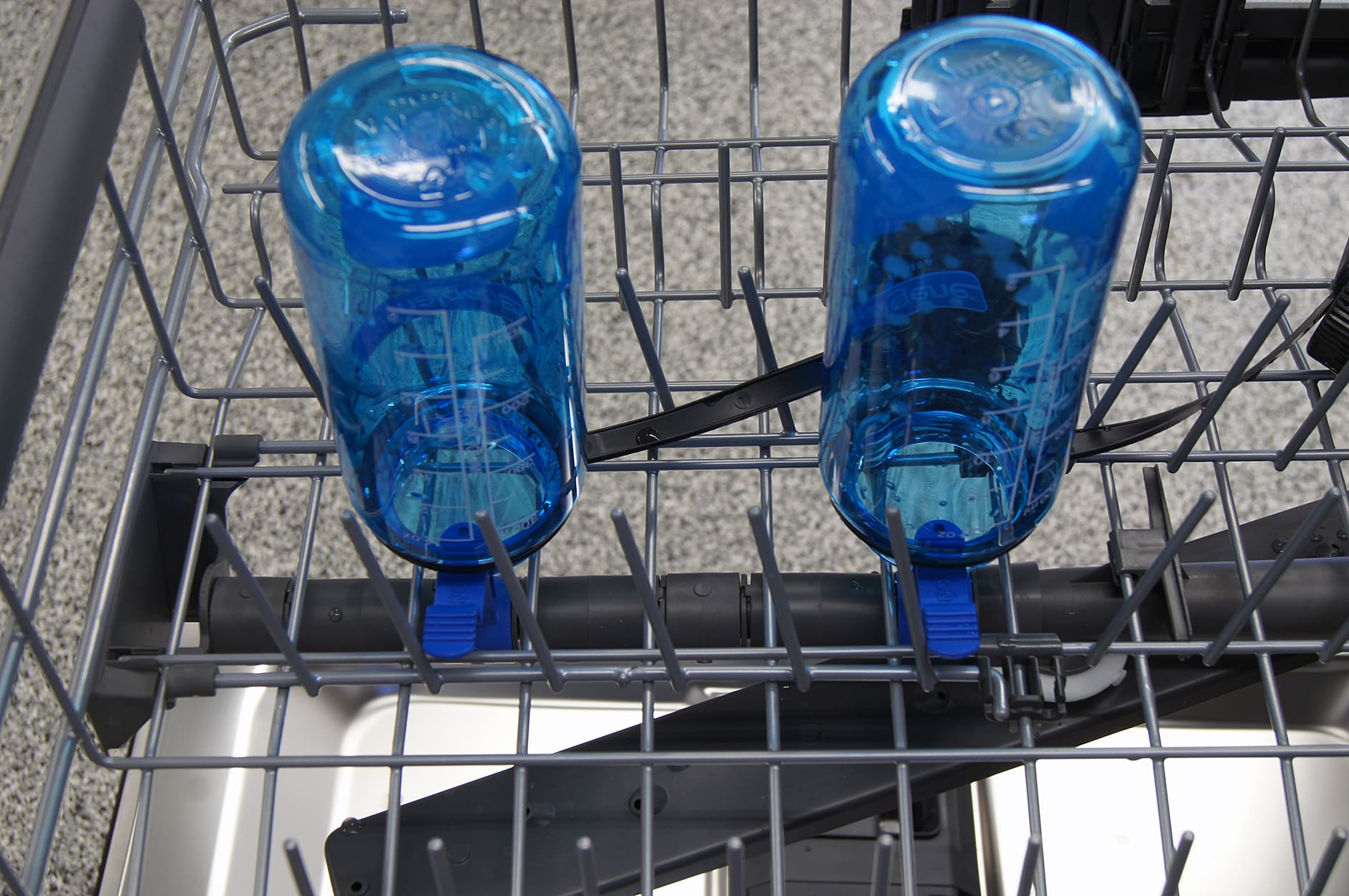 Electrolux EI24ID30QS bottle washer jets with bottles