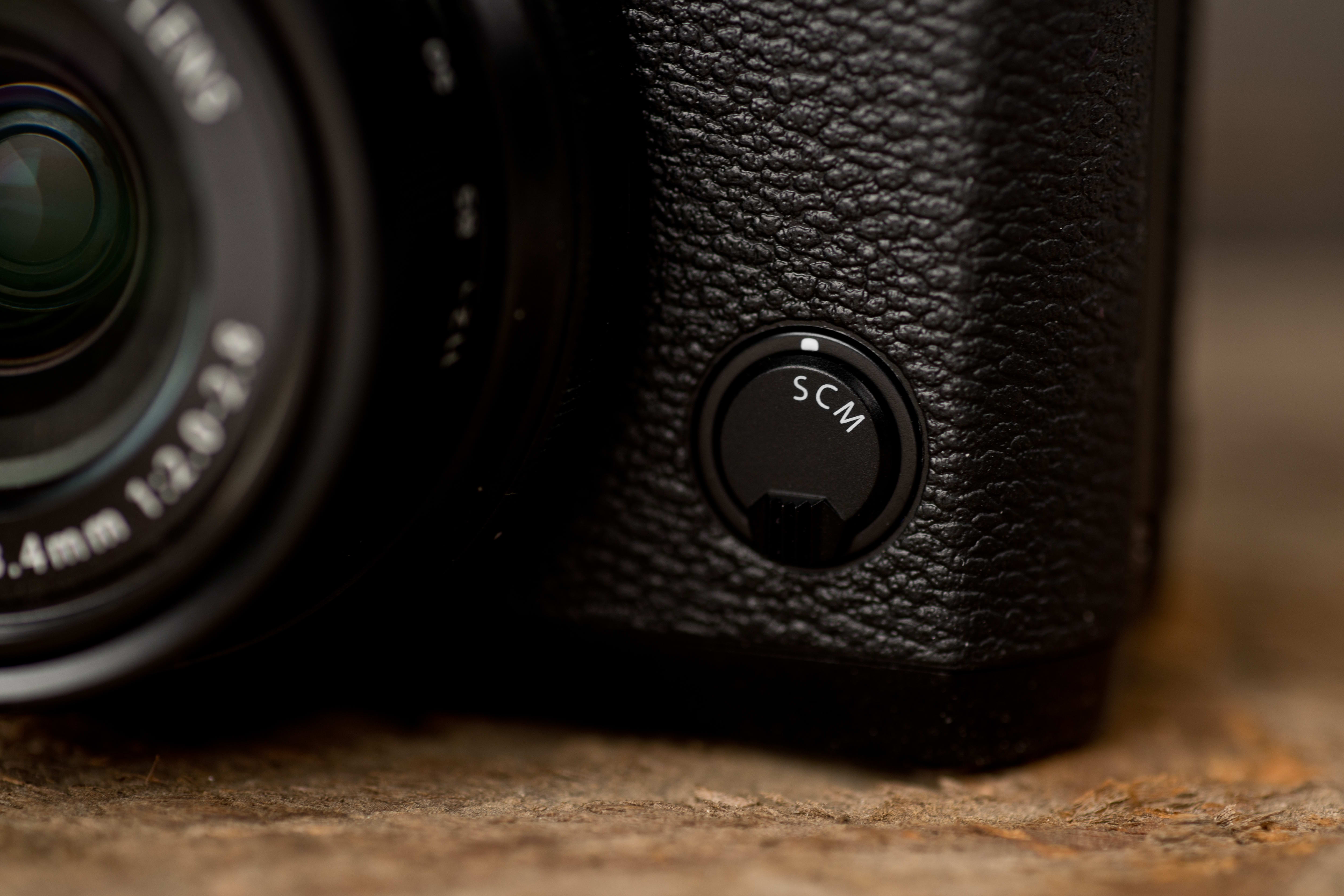 A photo of the Fujifilm X30's focus switch.