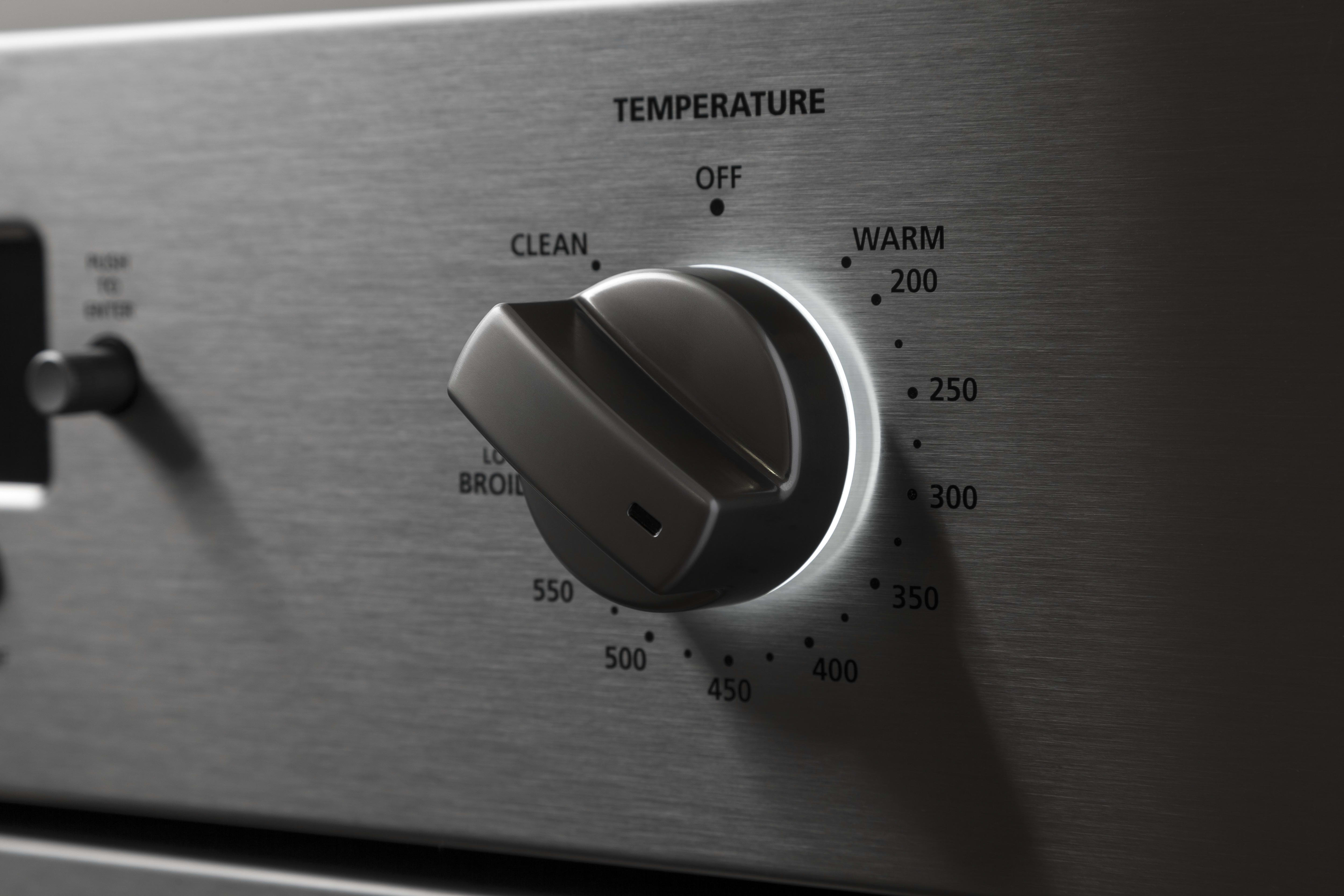 The stylish temperature control dial is lit from behind.