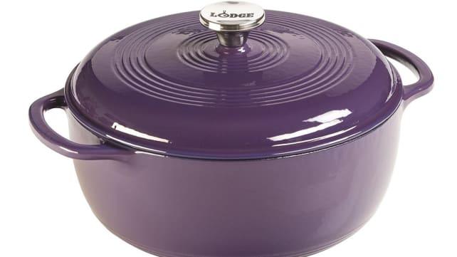 Lodge-Dutch-Oven-purple