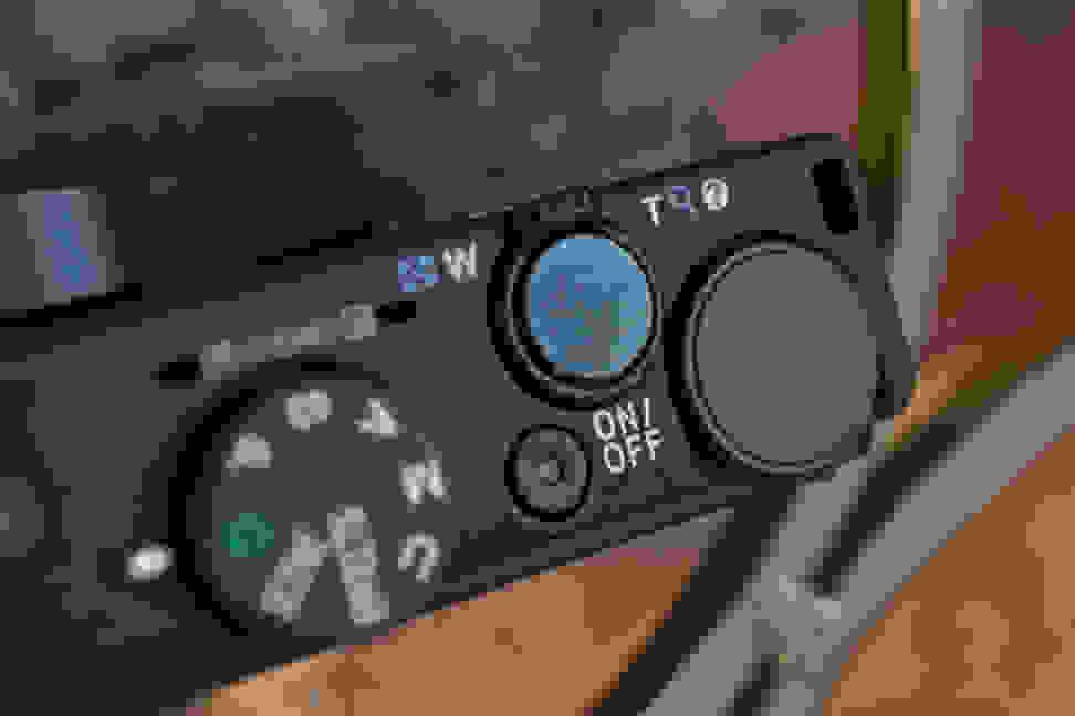 Nikon-coolpix-p340-review-design-shutter.jpg