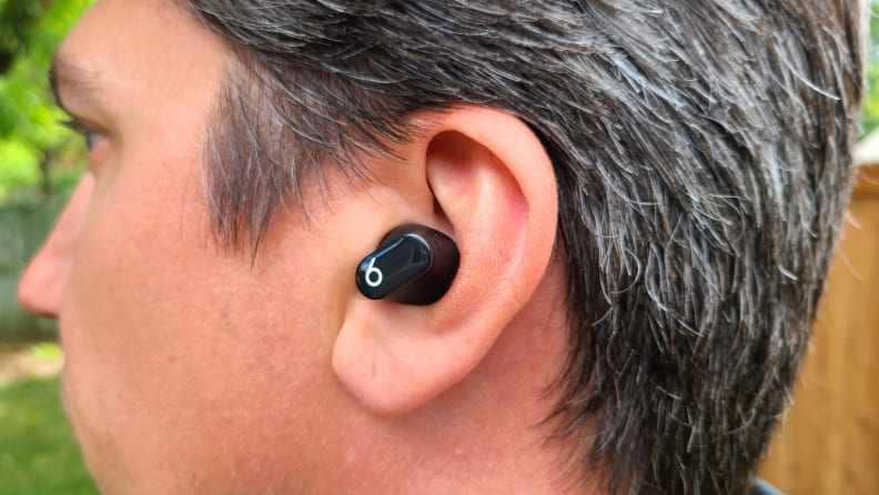 https://reviewed-production.s3.amazonaws.com/attachment/b0c6aa0235cb4d75/Beats_Studio_Buds_button_out_in_ear.jpeg