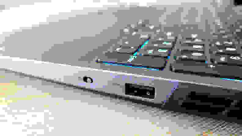 Lenovo Legion 5 Pro Gen 6 right ports