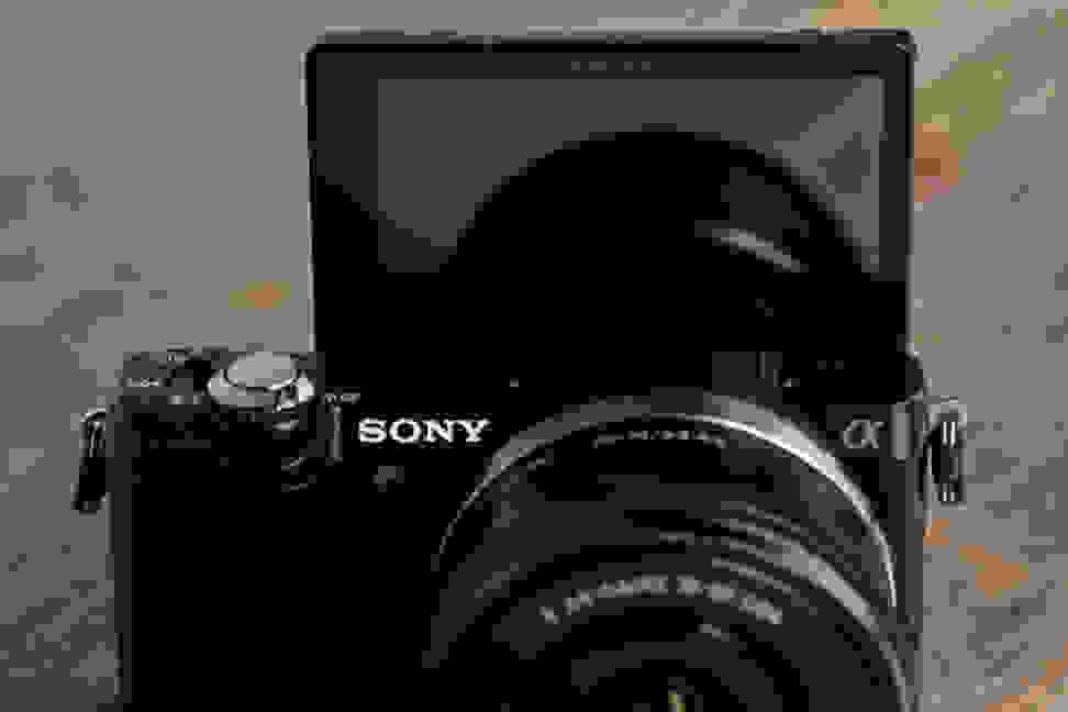 sony-a5000-review-design-screen.jpg