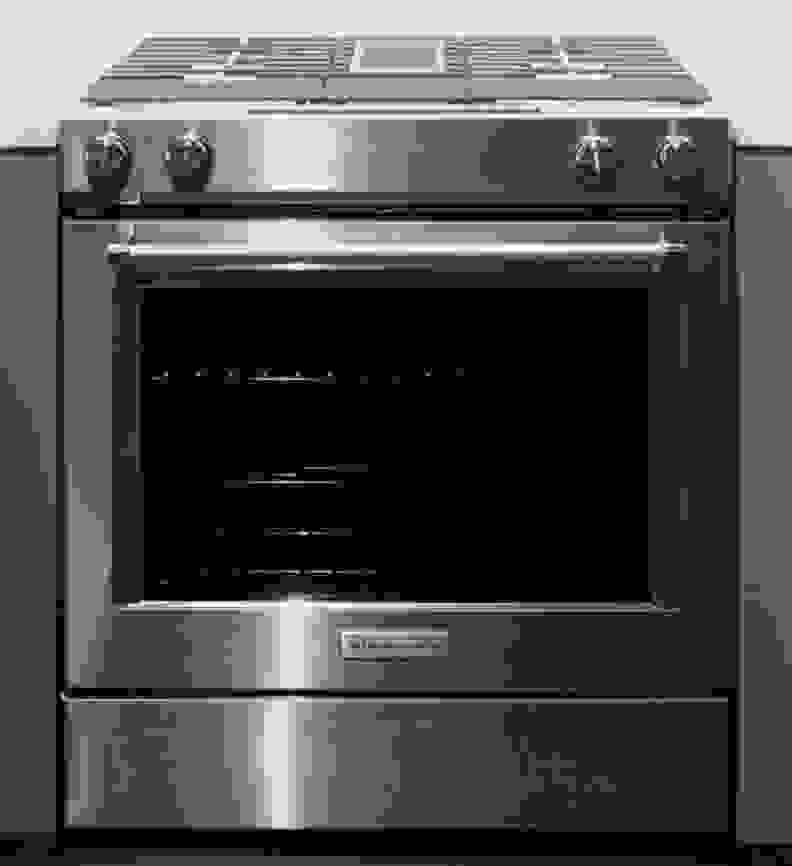 A front view of KitchenAid KSDG950ESS