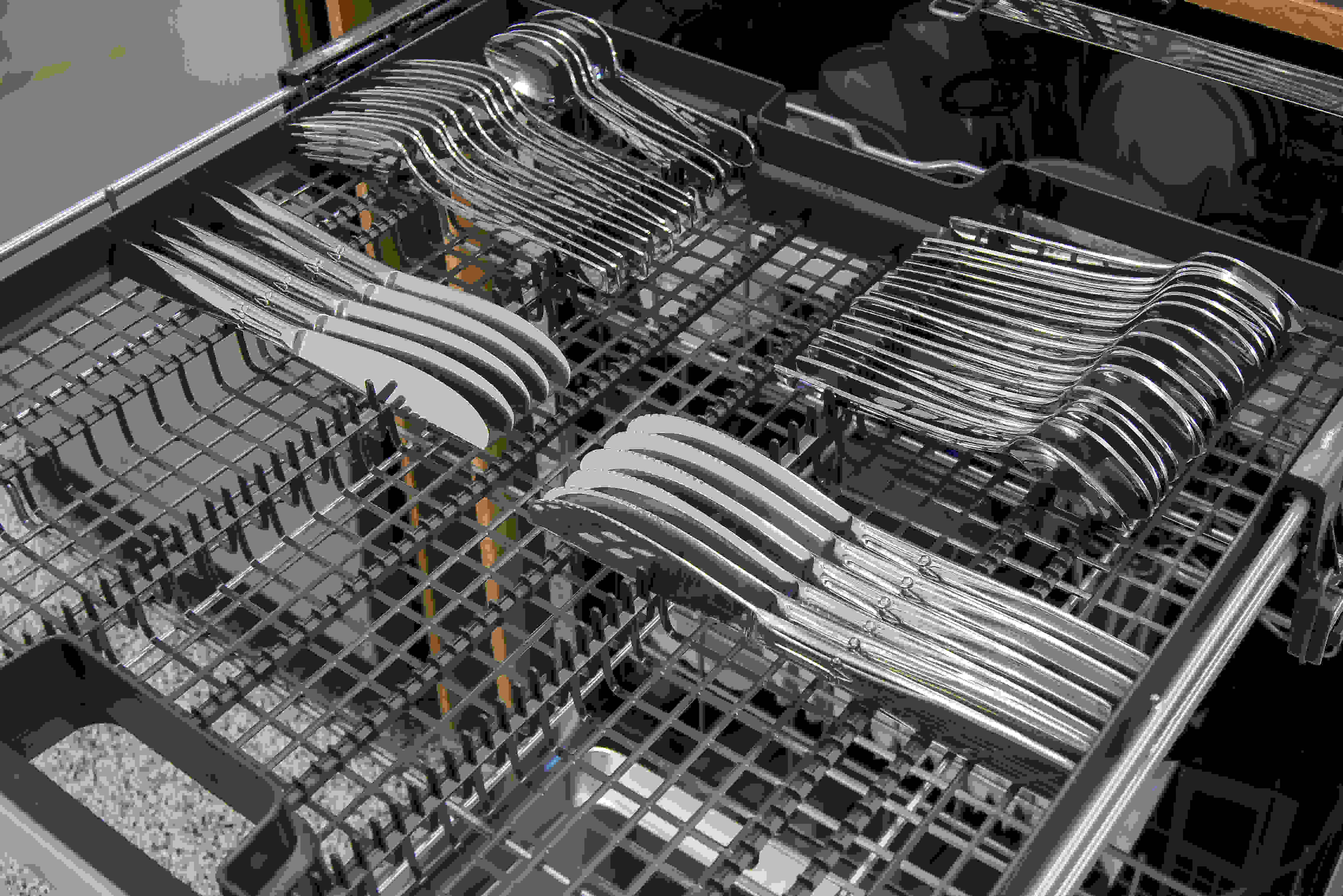 Electrolux EI24ID50QS third rack loaded with silverware