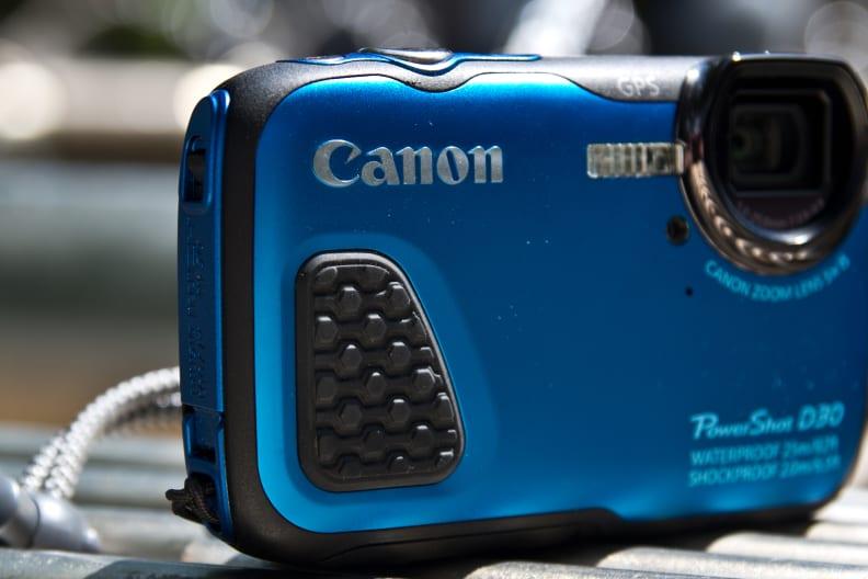 canon-powershot-d30-review-design-grip.jpg