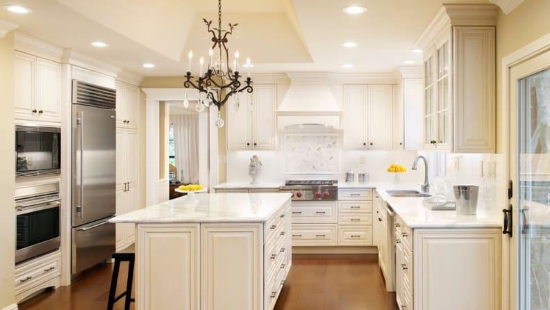 Traditional-kitchen-range-hood