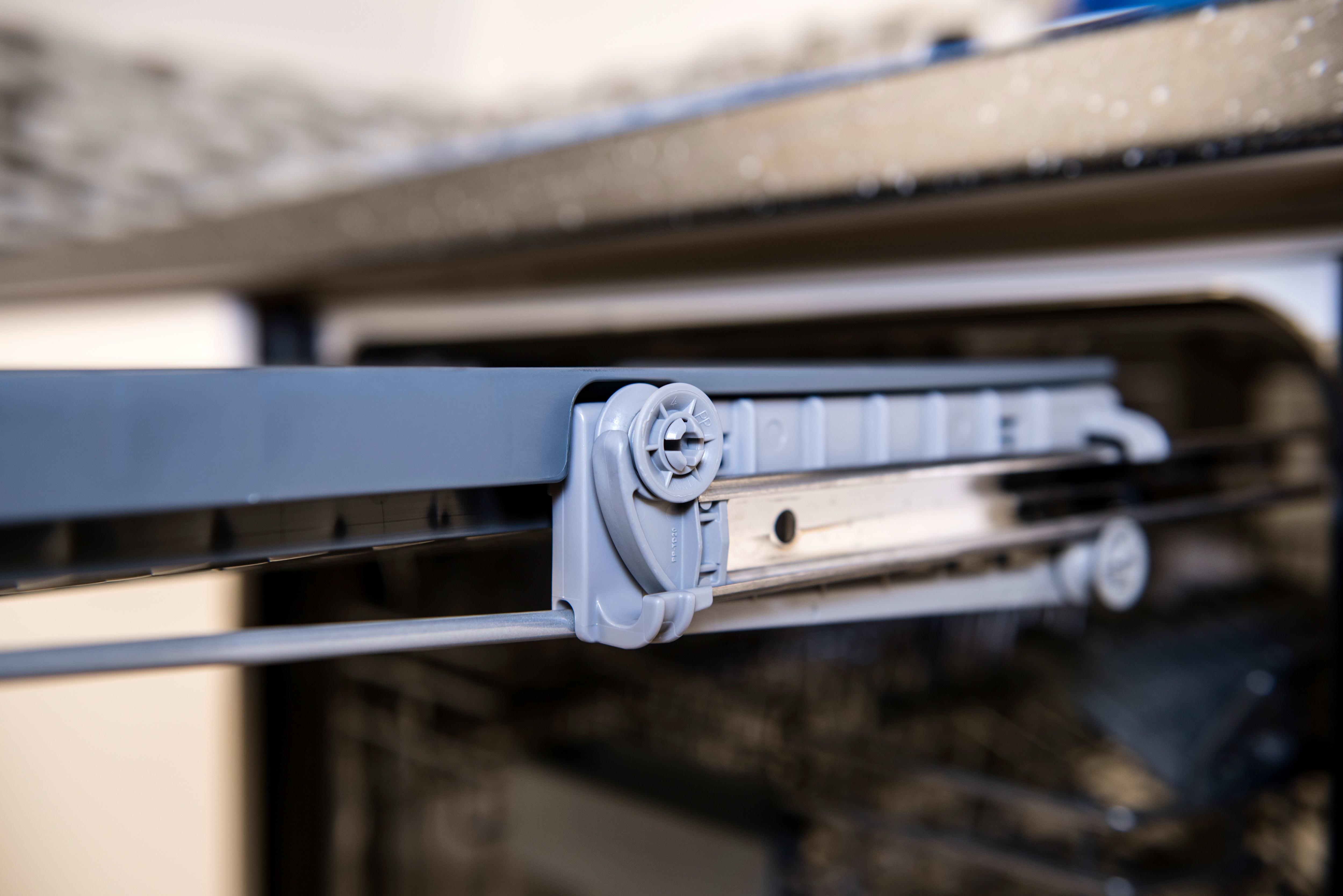 Thermador Topaz DWHD640JPR third rack track