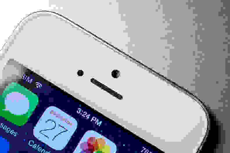 Apple-iPhone-5s-review-design-earpiece.jpg