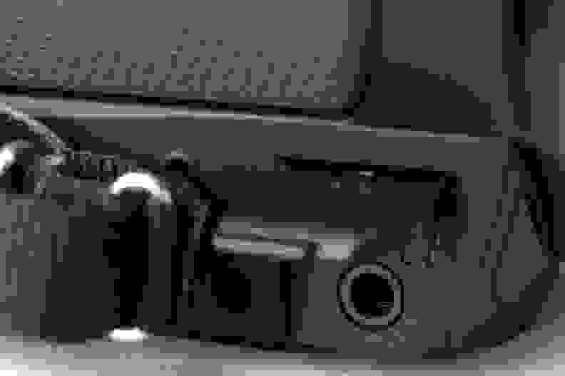 PANASONIC-W850-REVIEW-HEADPHONE.jpg