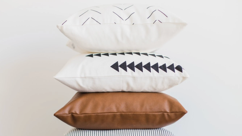 Woven Hook Pillow 4-Pack product Shot
