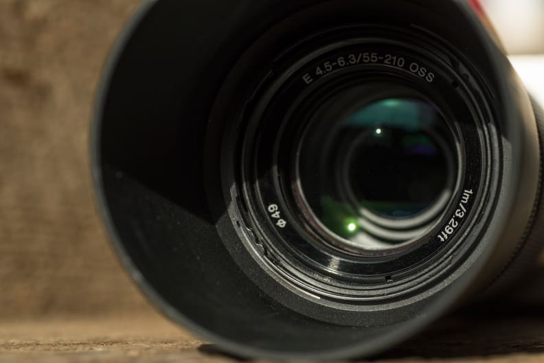 sony-55-210mm-review-design-front.jpg