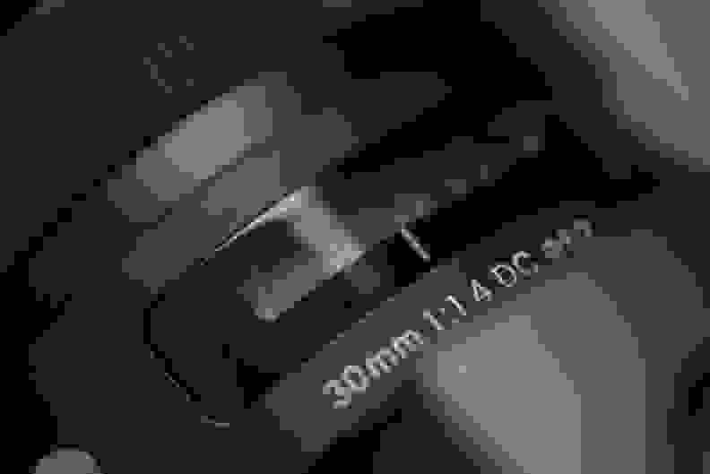 sigma-30mm-f1p4-review-design-display.jpg