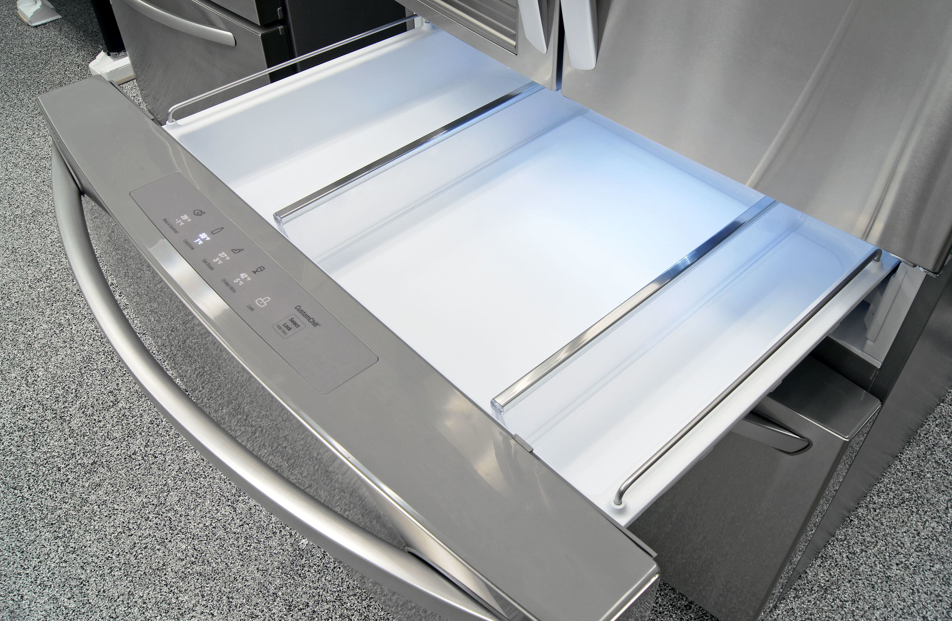 The LG LMXS30776S's central drawer comes with two removable partitions and four preset temperature levels.