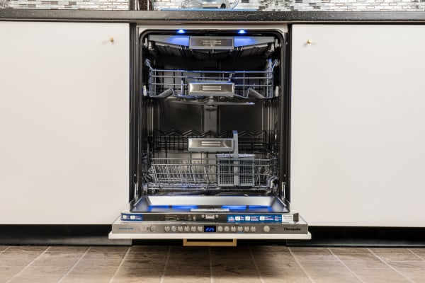 Thermador Sapphire DWHD650JPR
