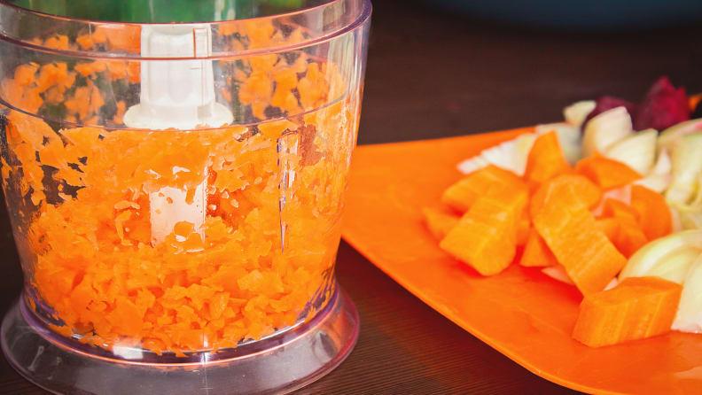 food-processer-carrots