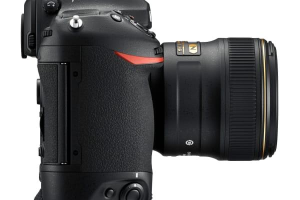 Nikon D5 Right