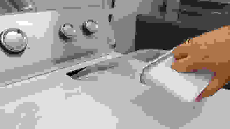 Maytag-MEDC465HW-lint-filter
