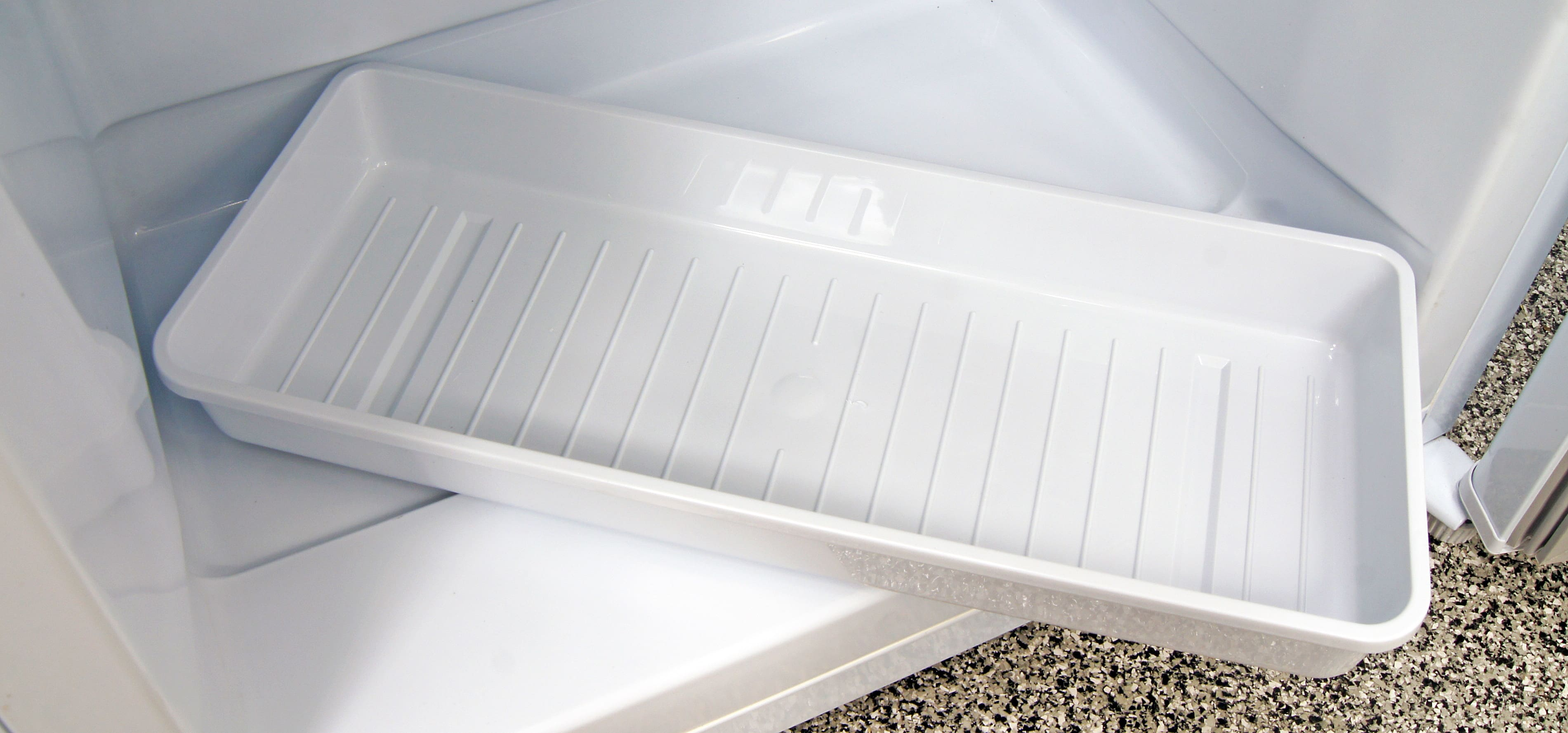 The removable tray is useful both for storing food and catching water when you're defrosting the interior of the Danby DUF408WE.