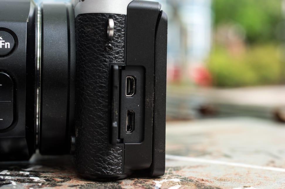 Samsung NX500 Review Design Ports