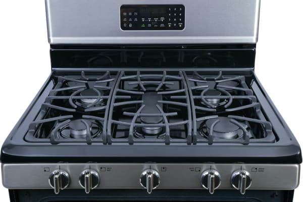 The cast iron rangetop grilles are continuous and run corner-to-corner.