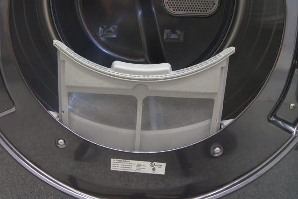 The Samsung DV56H9100EG's lint trap