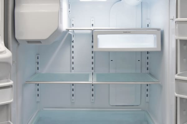 With only one floating crisper, the KitchenAid KFXS25RYMS's main storage section feels much more open and spacious.