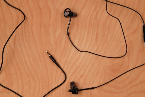 The length of the in-ears from jack to earbuds come in at just under 4 feet.