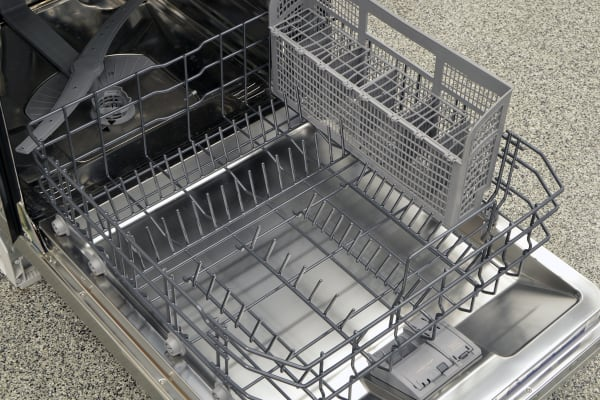 The lower rack of the Thermador DWHD440MFM