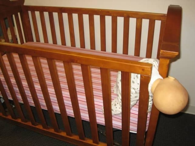 Drop-side-crib-danger