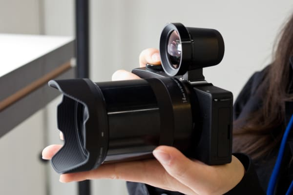 The dp0 Quattro fits in the hand extremely well, from the grip to the large focus ring on the lens.