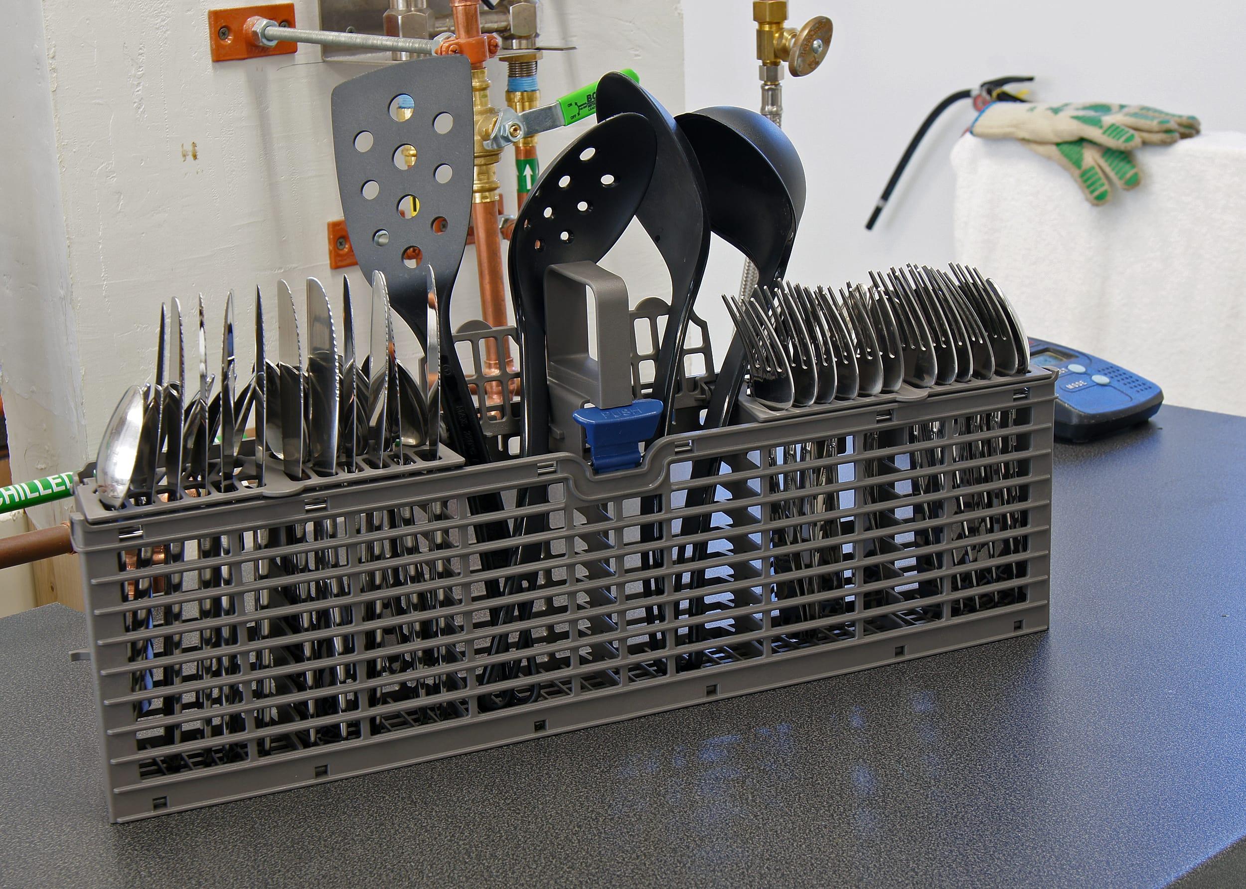 Whirlpool WDT920SADM cutlery capacity