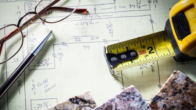 Designer-planning-kitchen