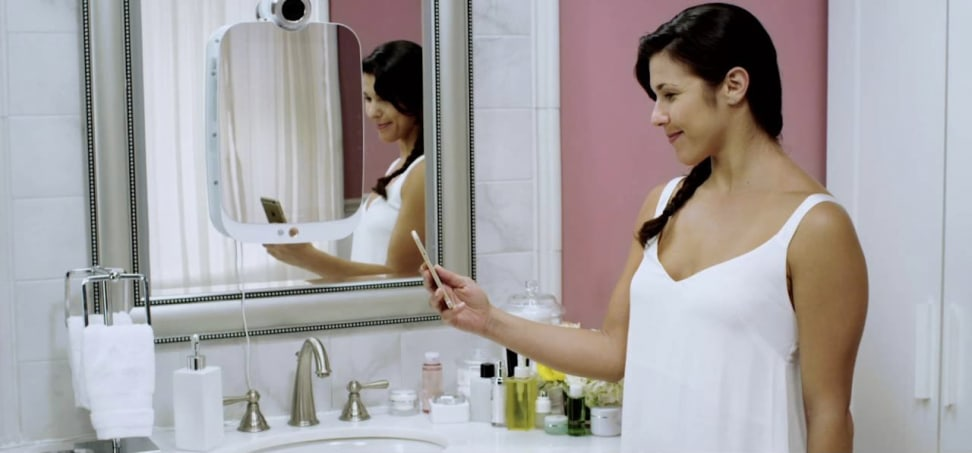 HiMirror tells you what's wrong with your skin.