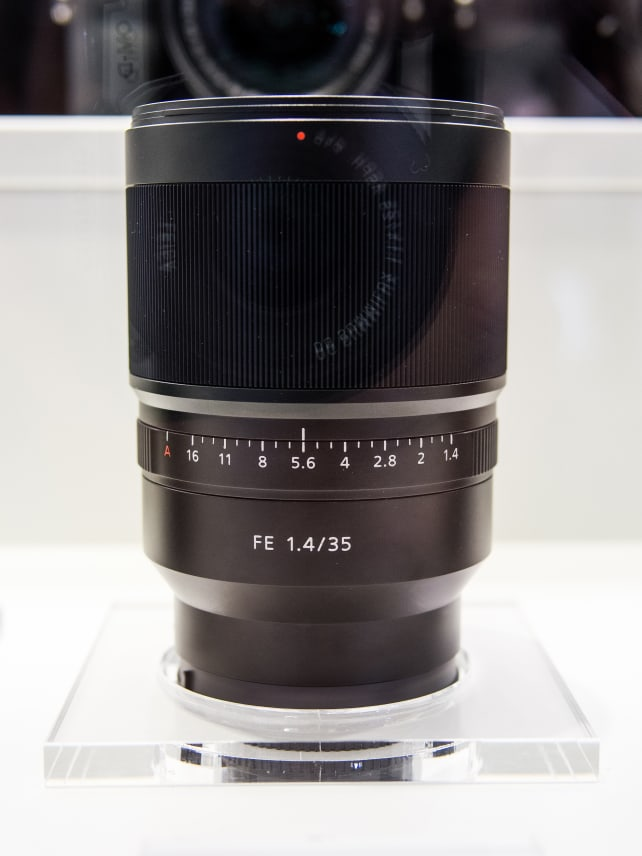 Zeiss Distagon T* 35mm f/1.4 ZA – Side View