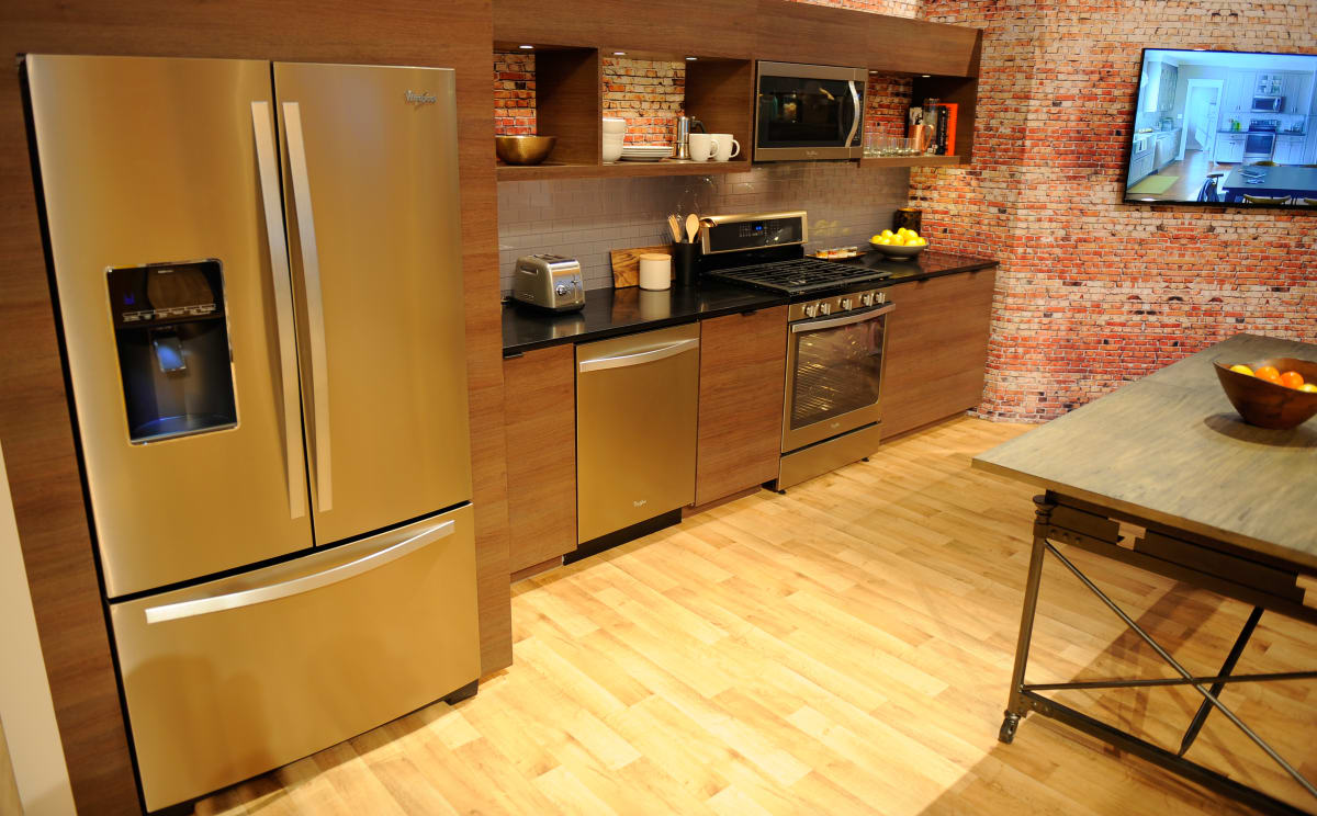 Whirlpool Kitchen Suite Whirlpool says stainless is out sunset bronze is in reviewed we got hands on time with whirlpools sunset bronze kitchen suite at ces 2015 workwithnaturefo